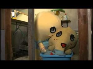 旧ふなっしーを新ふなっしーが洗濯する動画なっしー!!