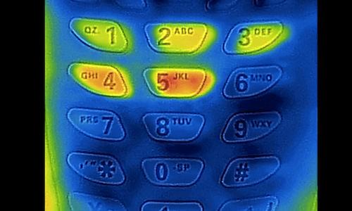 """【要注意!】iPhoneケースを利用して""""暗証番号を盗む方法""""が拡散中!"""