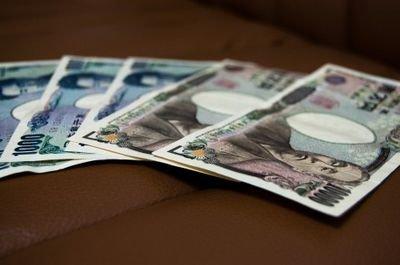 【今からでも実践しよう】お金が貯まりそうなお札の入れ方!!