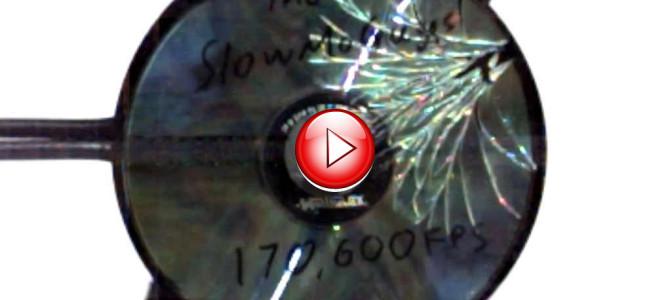CDを超高速回転させると、信じられない割れ方をする!?