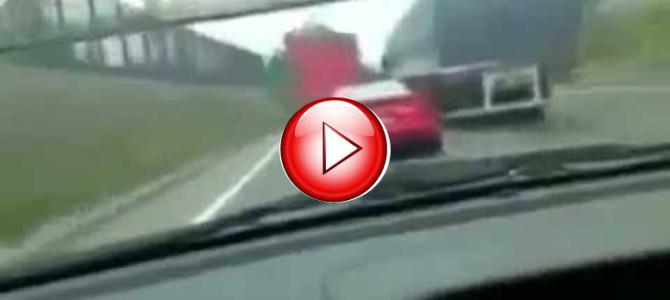 下手くそなフェラーリ運転手。高速で事故る!