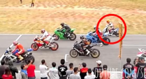 1000ccのバイクレースに一台だけ125ccのスクーターが!