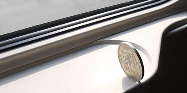 500円玉も倒れない!新型新幹線「W7系」の驚異の安定性が海外で話題に!「世界最高峰の快適さ!」