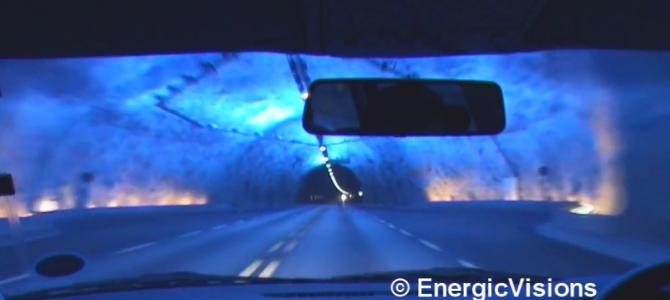 ドライバーが居眠りしないためにトンネルに施された美しすぎる演出「青の洞窟」!