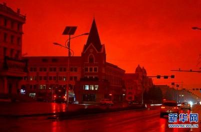 一体なぜ?中国・内モンゴルの空が不気味なほど『真っ赤』に染まった!?