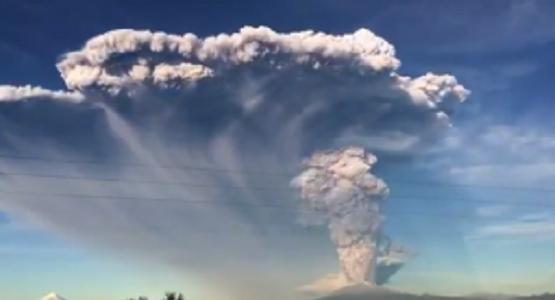 チリ・カルブコ火山噴火がどういうものかがよく分かる早回し映像!!