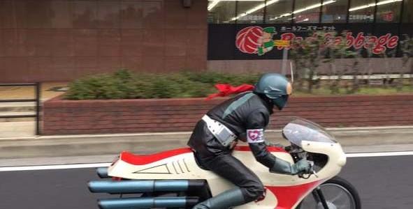 北九州市に「仮面ライダー1号」が参上! その正体は??
