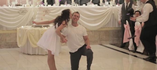 パパも一緒に踊りだす!?新郎新婦が列席者に披露したサプライズダンスが心温まる!