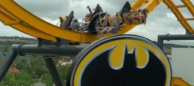 とんでもない回転っぷり!アメリカの遊園地に『バットマン』のジェットコースターが登場