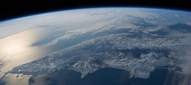 人間はちっぽけだ。宇宙から見た地球はこうなっている。