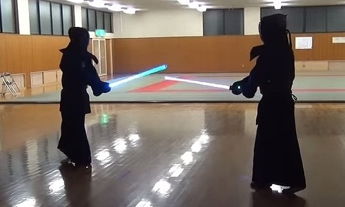 めちゃくちゃ本格的!ライトセーバーの剣道バトルがカッコいい!!