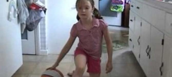 天才少女!バスケットのドリブルが上手い8歳の女の子!