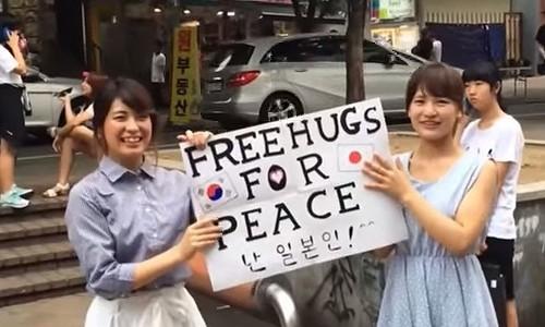 すごくイイ! 日本の女子大生が韓国でフリーハグしてみた!!