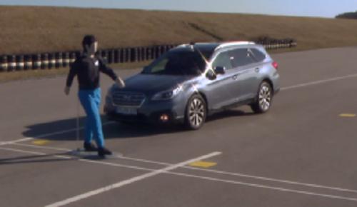 色々な自動車メーカーの自動ブレーキシステムを試した結果、ちゃんと止まったのは!?