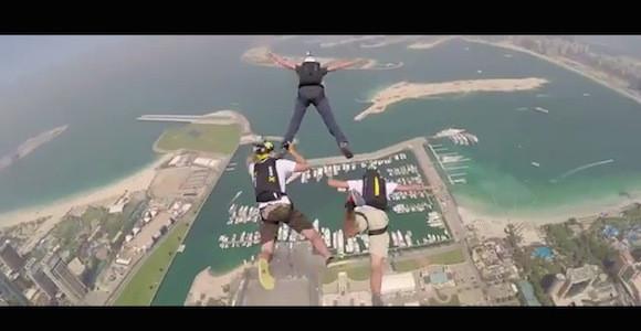 ドバイの超高層ビルから飛び降りた視点映像がめちゃめちゃ怖い!!