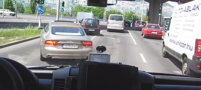 前方の車もオラオラ退かす!ハンガリーの救急車が飛ばしまくりだと話題に!!