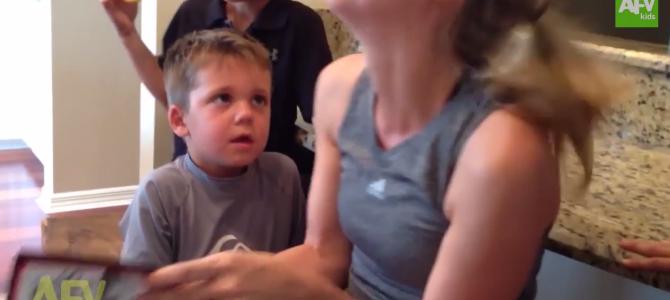 怖い……でもやめられない。怖い話を聞く男の子の反応www