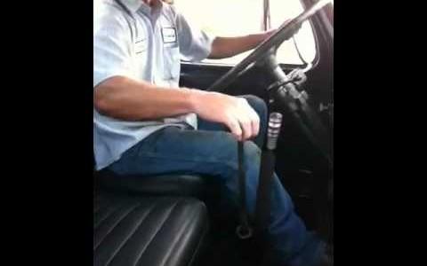 15速ギアのトラックの変速が難しすぎる!両腕を使ってギアチェンジ!!