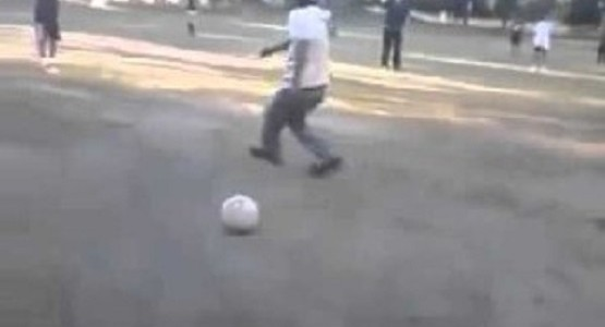 サッカーが下手すぎるおっさんワロタ!!