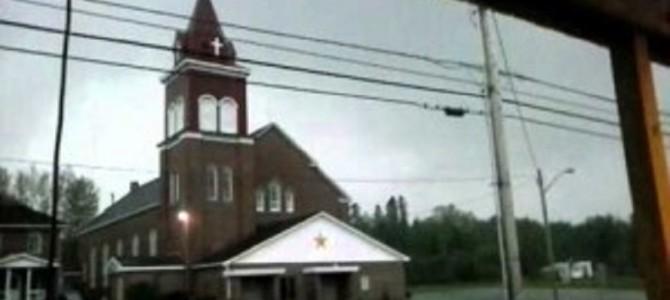 決定的瞬間!教会に雷が落ちたときの衝撃映像!!