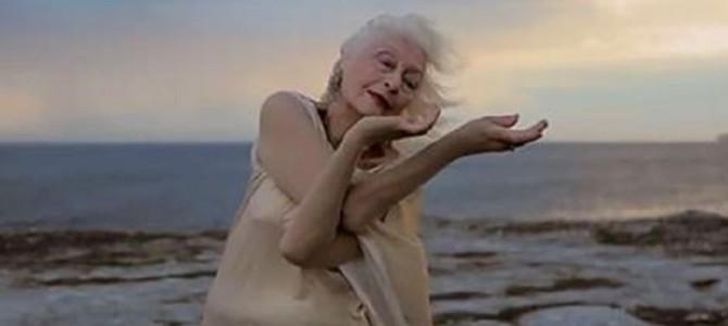 100歳になった現役ダンサー。そのしなやかな動きに魅了される!!