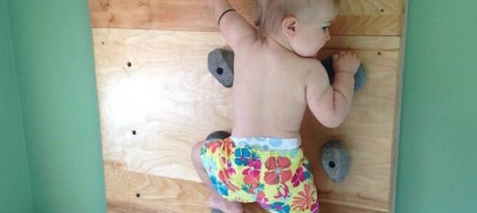 生後8ヶ月でロッククライミング!歩けるようになる前に壁を登った神童!