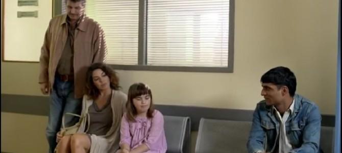 病院の待合室で娘に付き添う夫妻に蔑視される男性~ このあと診察室で家族に起こる衝撃の結末とは??