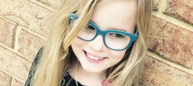 歩けないと宣告された脳性小児麻痺の8歳女児がモデルデビュー!人生の一歩を踏み出す