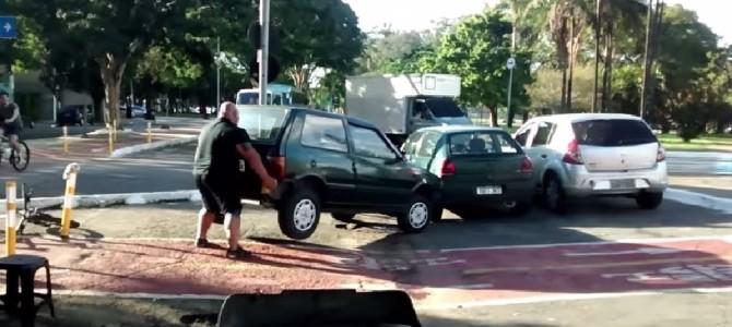 1日で470万回再生された映像!屈強な男性が、迷惑駐車に対処した方法が男らしすぎる