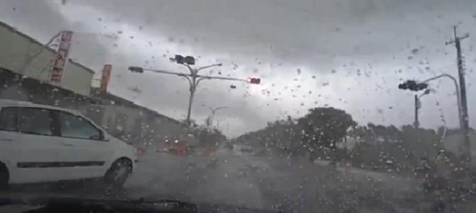 台湾の台風が凄すぎて運転できないレベルだった!