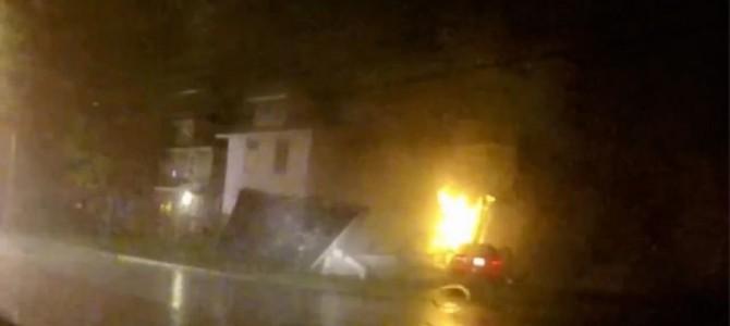 車が住宅のガスメーターに突っ込んだ!!