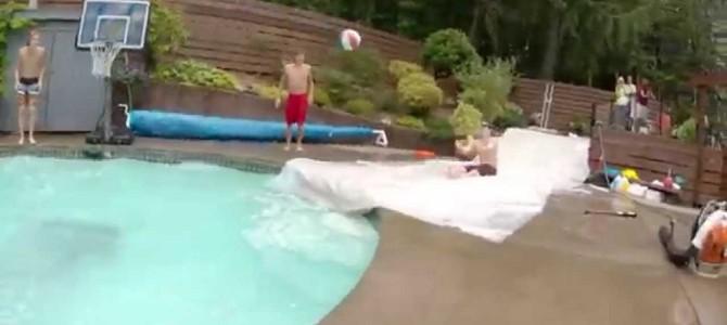 プールで超クールなダンクシュートが決まったぜ!!