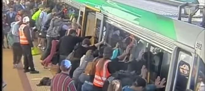 見返りを求めず人を助ける!朝の品川駅で「絆」を感じる奇跡の光景