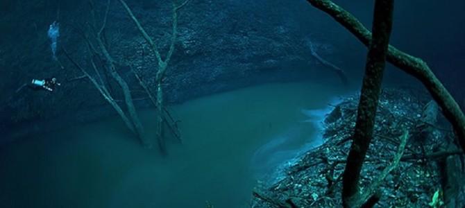 水底に「川」!?大自然が作った神秘的な世界が美しすぎる!人が空中を飛んでいるようにしか見えない驚異の透明度!