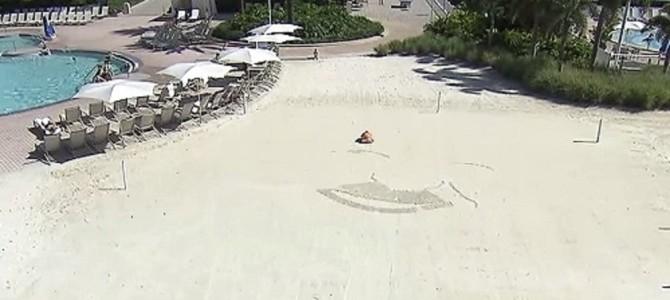 ディズニーが作ったお絵かきロボ。砂浜にあらわれたのは誰!?