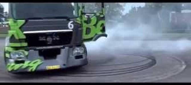 大迫力!路肩ギリギリを1100馬力のトレーラーヘッドでドリフトしまくる神技!