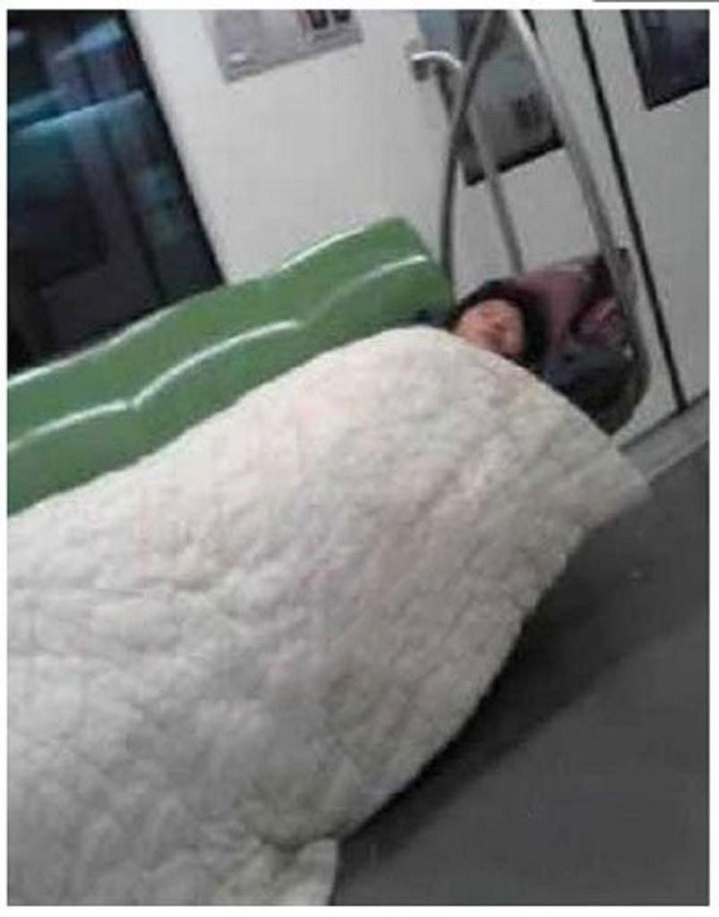 shinasubwaysleep01