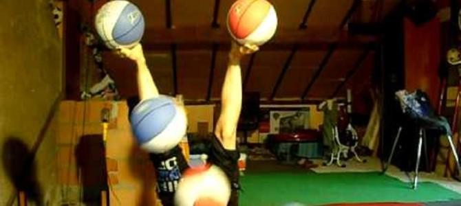 信じられない… バスケットボール5つを使ったトリックがスゴすぎる!