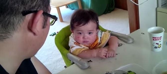 パパに叱られながらも寝てしまう赤ちゃんが可愛すぎる