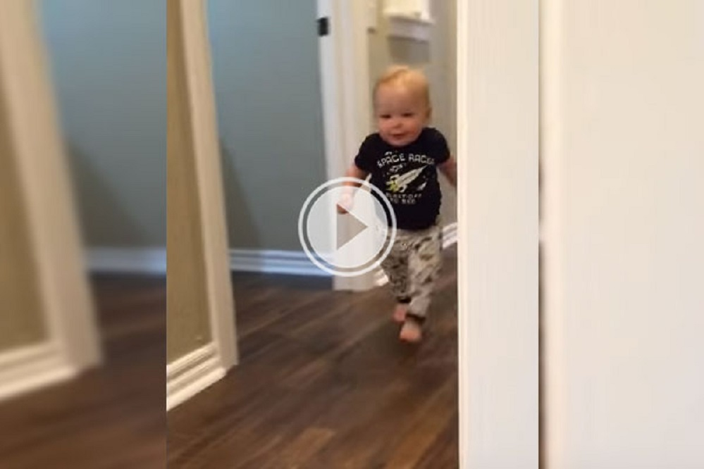 baby-reacts-hilariously-to-his-grandpas-roar-1