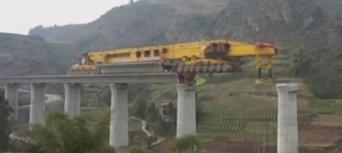 中国のレール架設車両がスゴい!