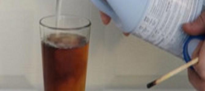 コーラに漂白剤を入れると驚きの現象が!サラダなどにも使われる漂白剤の効果とは