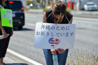 炎天下の国道沿いで頭を下げるアメリカ人の行列。米兵による女性殺害事件でメディアが報道しない事実とは?