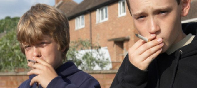 サボリ防止に生徒に10分の喫煙タイムを許可する英中学校