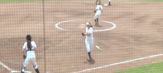 まるで忍者のような走塁を魅せた女子ソフトボール選手が凄い!