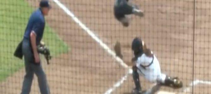 完全にアウトだと思ったら、、!女子ソフトボールでのトリッキーな走塁が凄い!