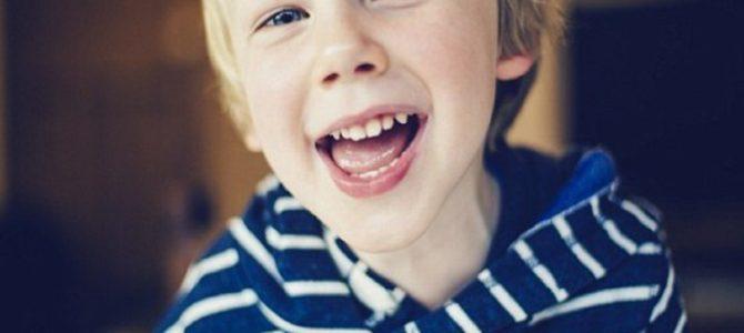 子供は「本当の笑顔か偽の笑顔なのか」を見抜くことができる