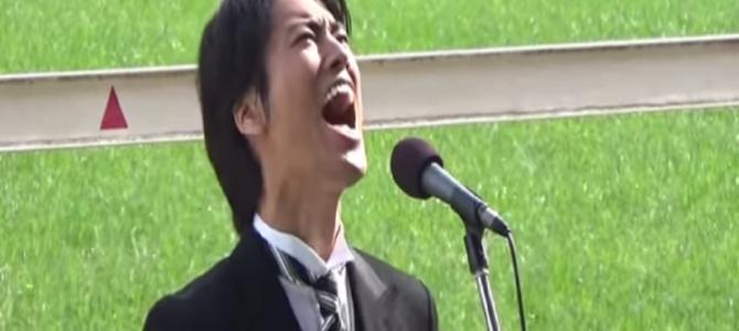桐谷健太が魂の国歌独唱。13万人の観客を大いに沸かせる!