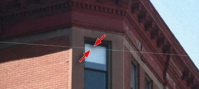 世界主要都市に張られている透明なワイヤーは何?