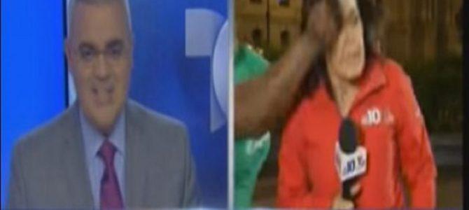 生放送中の女性リポーターが突然殴られる